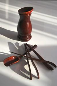 Set of tea spoon, tea tongs, tea needle, tea scoop, tea funnel + containeris