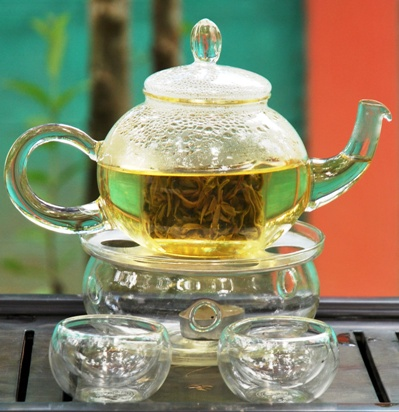 Artisan High Mountain Bi Luo Chun Green Tea in a glass teapot