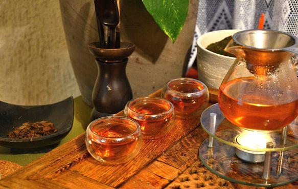 Careful preparation of Kyobancha tea